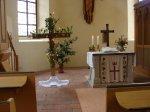 österlich geschmücktes Kreuz